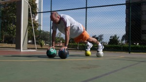 Plank_on_four_medicine_balls